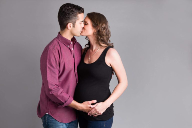 Read more about the article Pittsburgh Maternity Photographer   Maternity Studio Session   V Family